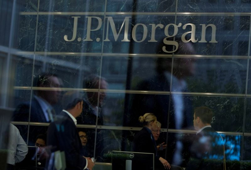 Банк JPMorgan вернет всех сотрудников в Англии обратно в офисы -- записка