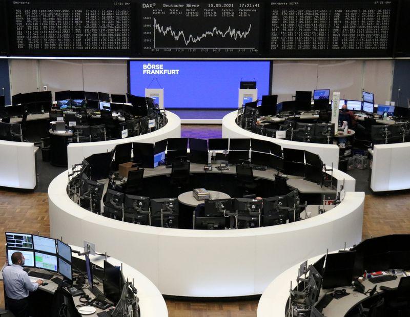 سوق الأسهم الأوروبية تشهد أسوأ مبيعات هذا العام، وأسهم السفر والتكنولوجيا تهوي