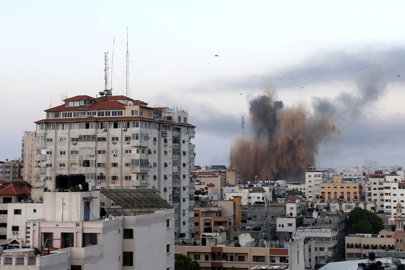 Israël et le Hamas intensifient leurs bombardements, des dizaines de morts