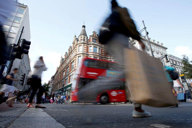 Economia do Reino Unido cresce mais do que o esperado em março