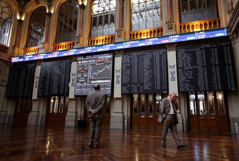 El Ibex recupera los 9.000 puntos aupado por la banca, pese a los temores inflacionistas en EEUU