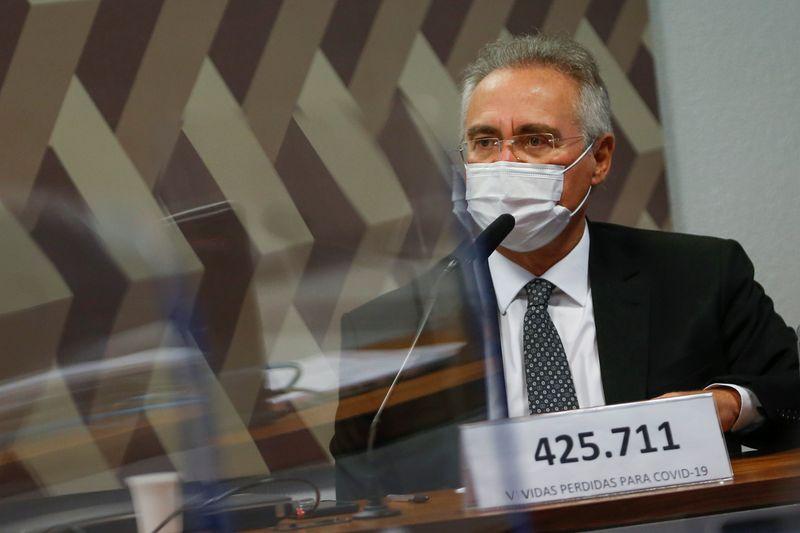 Renan e Flávio Bolsonaro trocam xingamentos na CPI por ameaça de prisão a Wajngarten