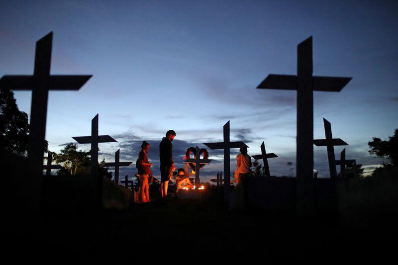 Brasil registra 2.494 novas mortes por Covid-19 e total atinge 428.034