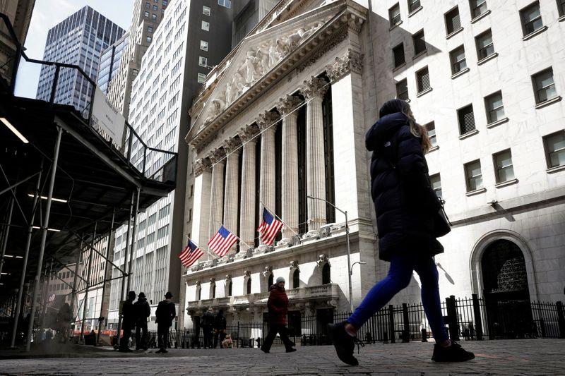 米国株は大幅続落、インフレ統計受け早期利上げ観測強まる