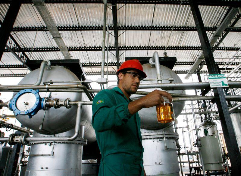 Brasil mantém mistura de biodiesel e estimula exportação de óleo de soja, diz Abiove