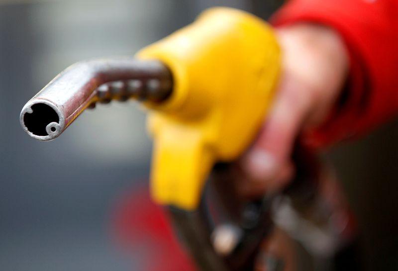 Нефть упала на 2,5% на фоне кризиса в Индии, восстановления работы трубопровода в США