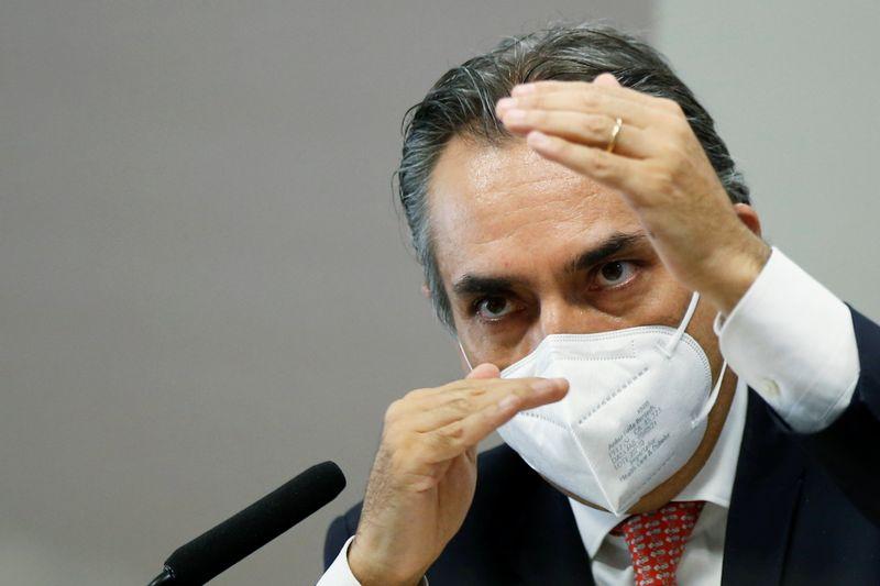 Pfizer iniciou contatos com governo em maio; Carlos Bolsonaro esteve em reunião com farmacêutica