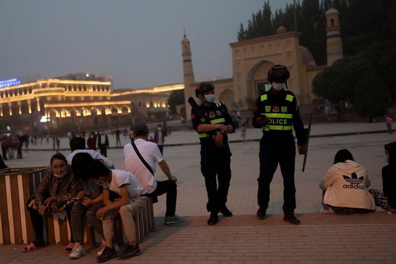 Mesquitas desaparecem enquanto China tenta