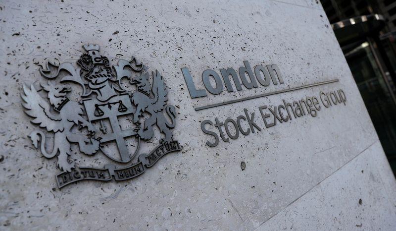 Banks, energy stocks lift FTSE 100, still posts worst weekly losses since Feb