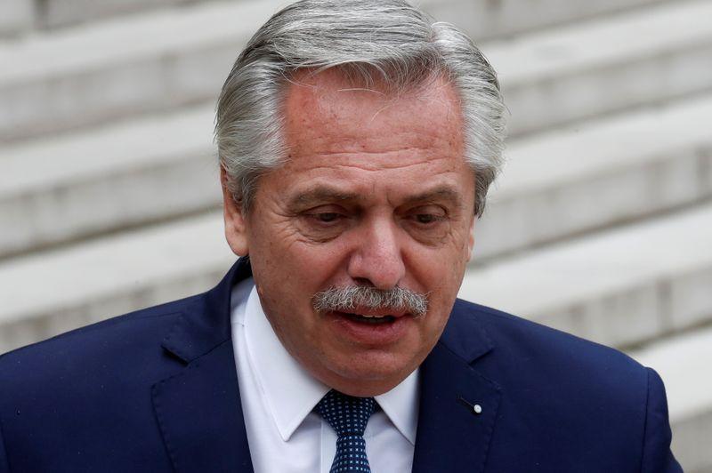 Argentina, presidente Fernandez termina tour europeo, auspica rapido accordo con Fmi
