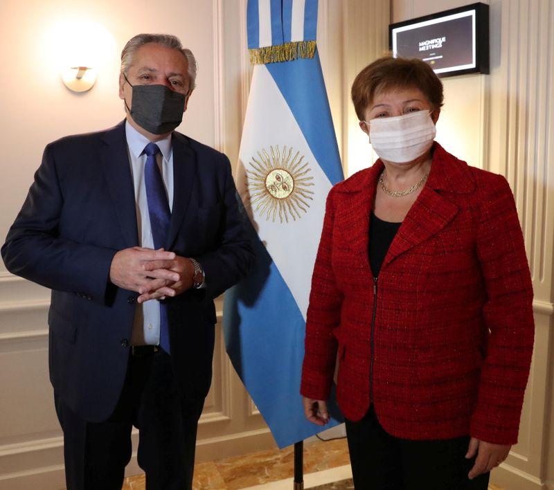Mercados de Argentina suben fuerte ante expectativa avances en negociaciones por deuda