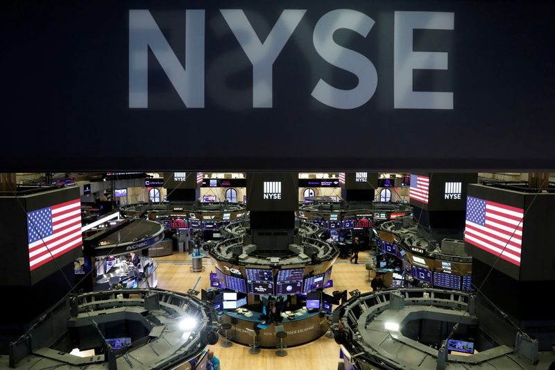 الأسهم الأمريكية تغلق على مكاسب قوية لليوم، وخسارة أسبوعية