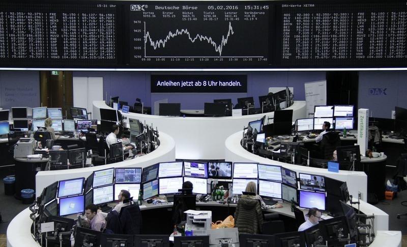 Las bolsas europeas abren estables, empresas mineras suben