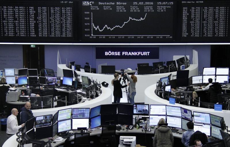 El repunte de los valores mineros ayuda a las bolsas europeas a ampliar avances