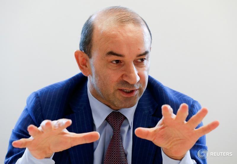 © Reuters. Глава и основной владелец Евродона Вадим Ванеев на интервью в московском офисе Рейтер