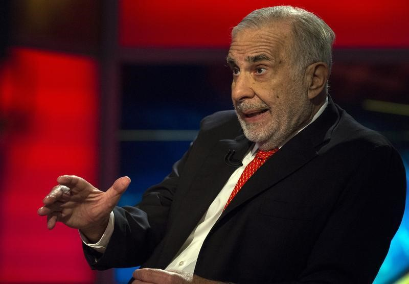 © Reuters. Carl Icahn gives an interview on FOX Business Network's Neil Cavuto show in New York