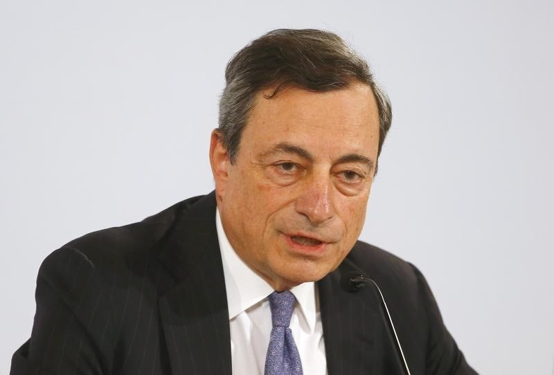 © Reuters. ECB President Draghi attends a news conference in Vienna