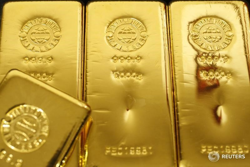 Золото дешевеет на фоне фиксации прибыли после британского референдума