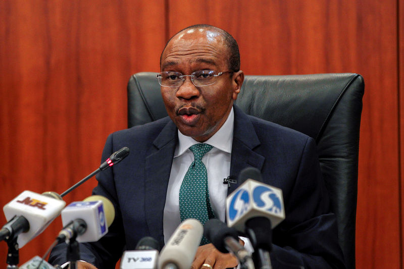 © Reuters. Nigeria's central bank governor Godwin Emefiele speaks during the monthly Monetary Policy Committee meeting in Abuja