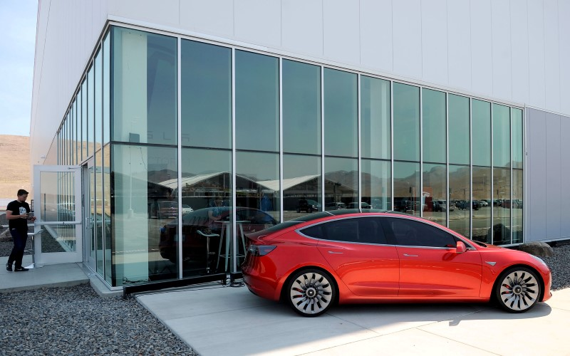 © Reuters. A prototype of the Tesla Model 3 is on display in front of the factory during a media tour of the Tesla Gigafactory which will produce batteries for the electric carmaker in Sparks