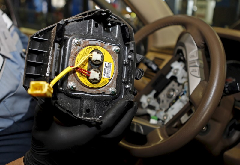 © Reuters. File photo of a technician holding a recalled Takata airbag inflator in Miami