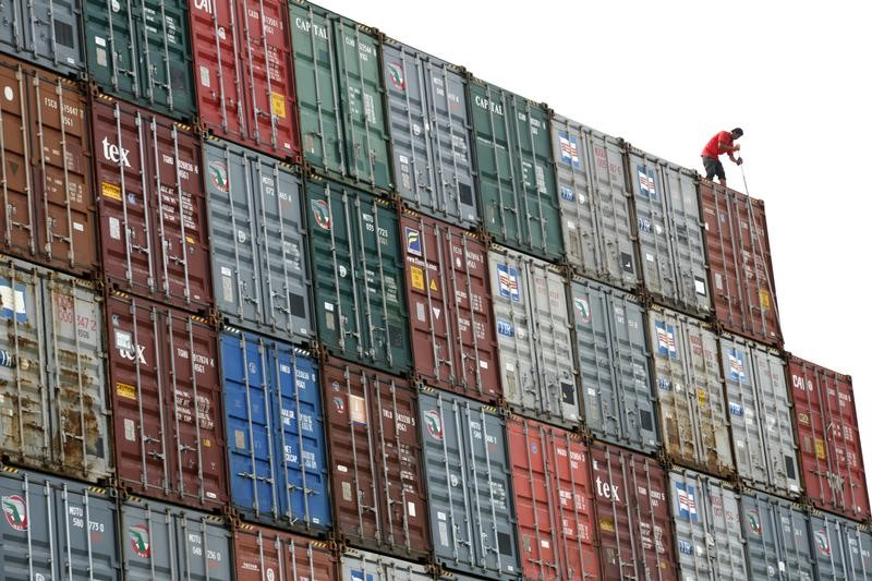 © Reuters. Worker inspects container in Port Klang