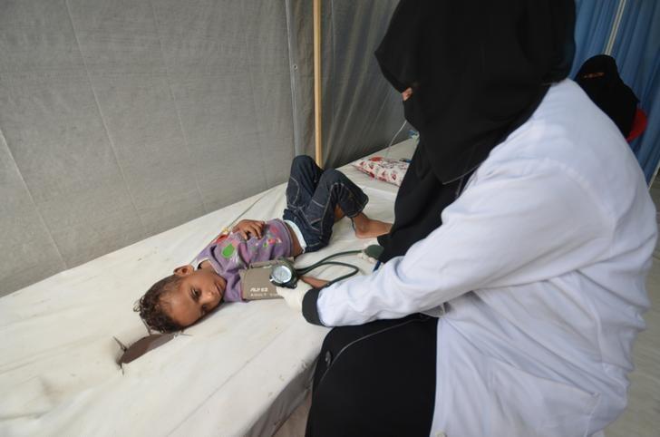 © Reuters. منظمة: إجمالي حالات الكوليرا في اليمن قد يصل إلى 300 ألف خلال 6 أشهر