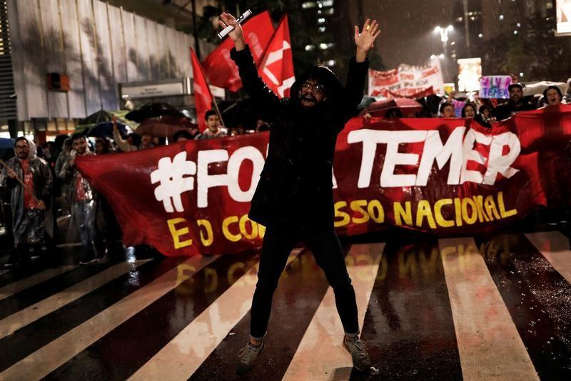 © Reuters. Escándalo de sobornos en Brasil pone en riesgo incipiente recuperación económica
