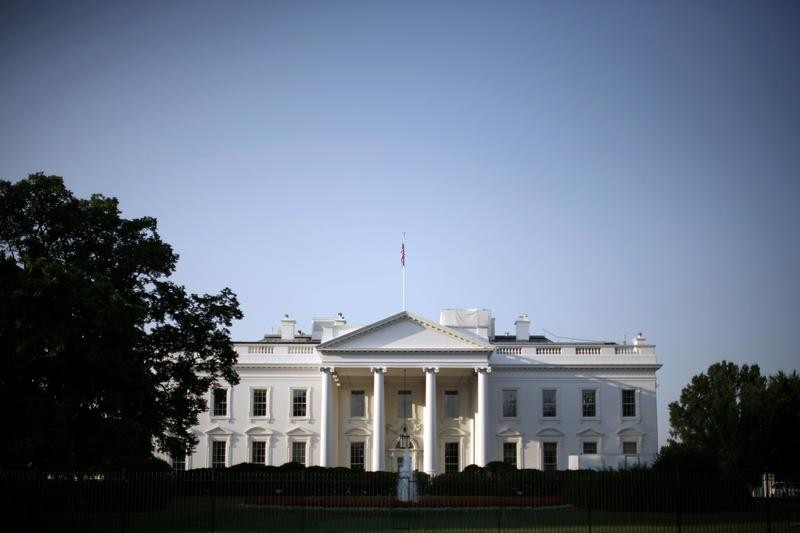 © Reuters. The White House is pictured after sunrise in Washington