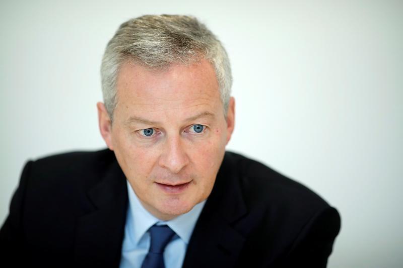 © Reuters. LE MAIRE PROMET DE FAIRE PRESSION SUR PSA ET RENAULT POUR GM&S
