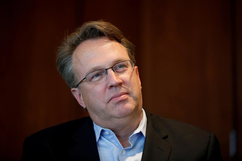 © Reuters. FILE PHOTO: San Francisco Federal Reserve President John Williams speaks to Reuters in San Francisco