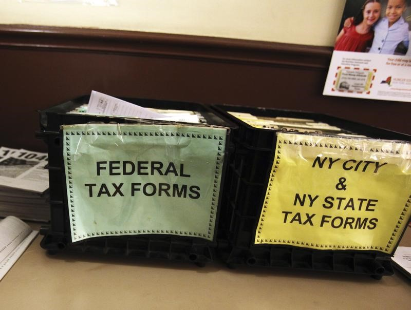 © Reuters. FILE PHOTO - Crates filled with 2011 tax forms are seen at the 96th Street Public Library in New York