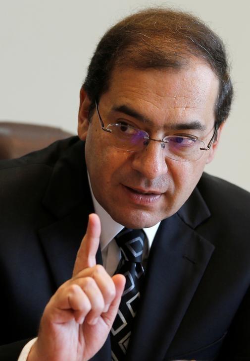 © Reuters. وزير: مصر تنوي استيراد 80 شحنة من الغاز المسال في 2017-2018
