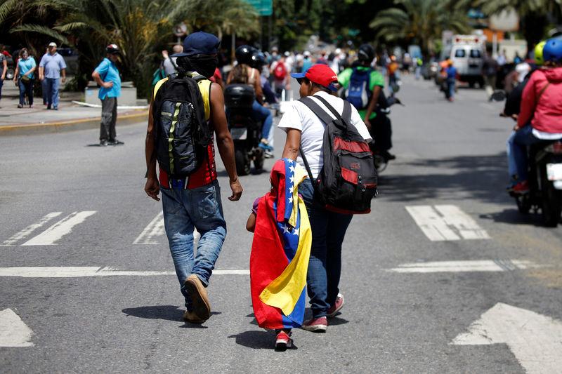 © Reuters. Las elecciones regionales en Venezuela se celebrarán en octubre