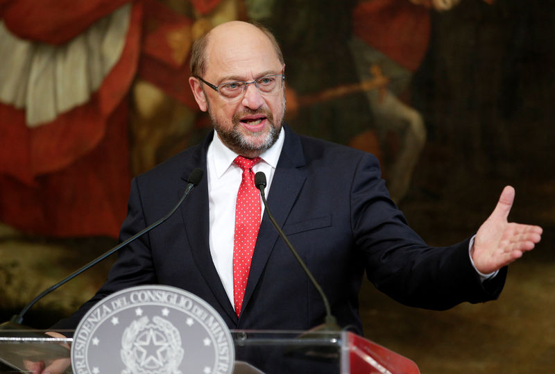 © Reuters. FILE PHOTO - Germany's Social Democratic Party candidate for chancellor Schulz talks during a news conference at Chigi Palace in Rome