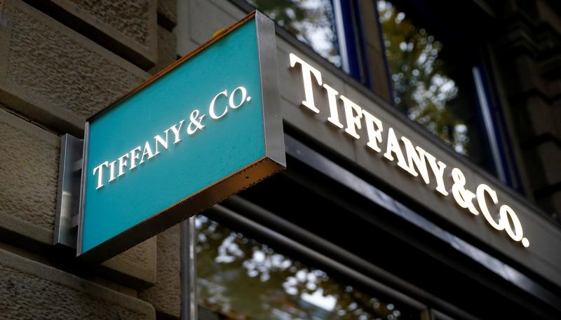© Reuters. Logo of U.S. jeweller Tiffany & Co. is seen at a store in Zurich