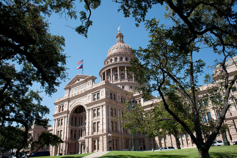 © Reuters. FILE PHOTO:    The Texas capitol building, crafted from pink granite in Austin, Texas
