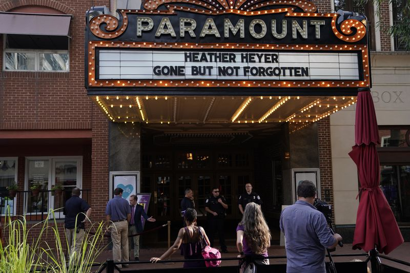 © Reuters. People gather outside  Paramount Theater prior to memorial service for car attack victim Heyer  in Charlottesville, Virginia