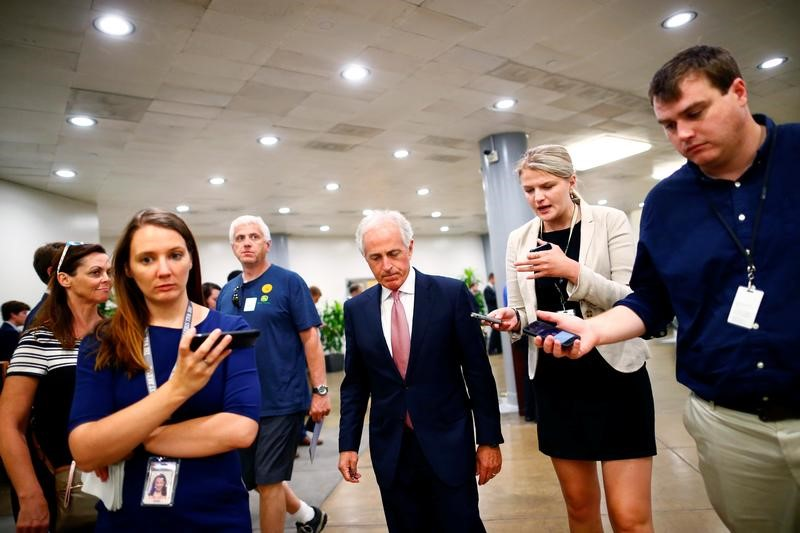 © Reuters. Senator Bob Corker (R-TN) arrives for a health care vote on Capitol Hill in Washington