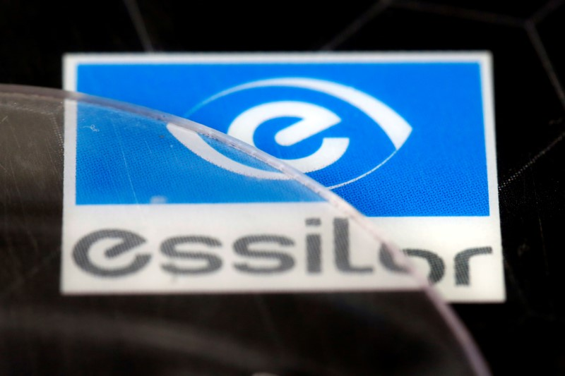 © Reuters. FILE PHOTO: Lens producers Essilor' s logo is seen in an optician shop in Paris