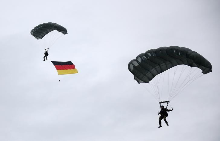 Merkel und Gabriel streiten über höhere Militärausgaben