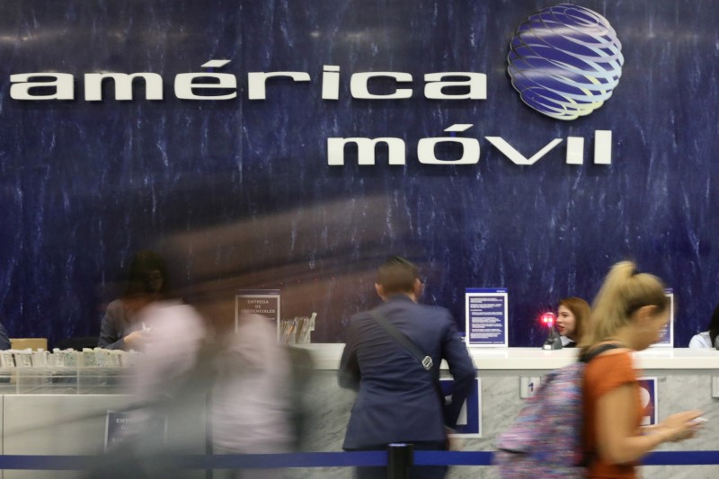 © Reuters. The logo of America Movil is pictured on the wall of a reception area in the company's corporate offices in Mexico City