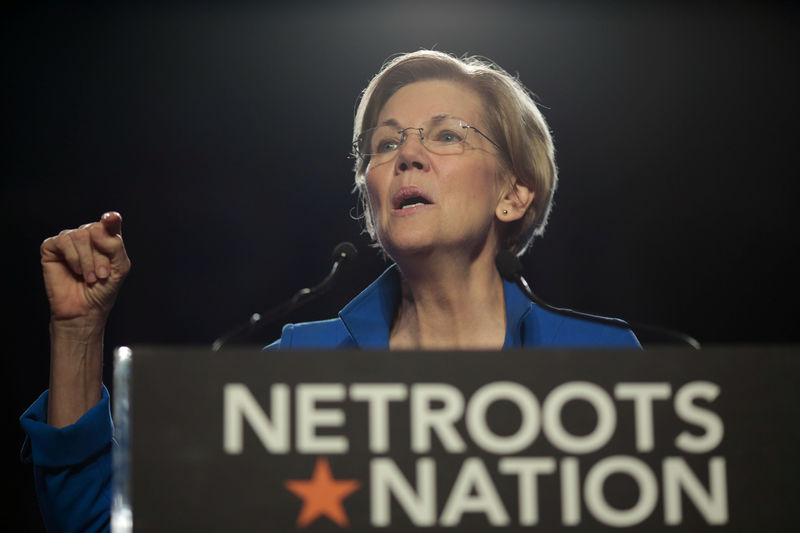 © Reuters. Senator Elizabeth Warren (D-MA) addresses the audience at the morning plenary session at the Netroots Nation conference for political progressives in Atlanta