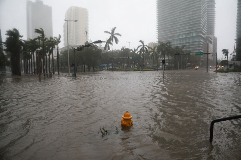 © Reuters. Flooding in the Brickell neighborhood as Hurricane Irma passes Miami, Florida, U.S.