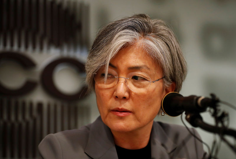 © Reuters. South Korean Foreign Minister Kang Kyung-wha speaks during a news conference in Seoul