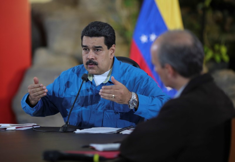 © Reuters. Venezuela's President Nicolas Maduro speaks during a meeting with ministers in La Guaira