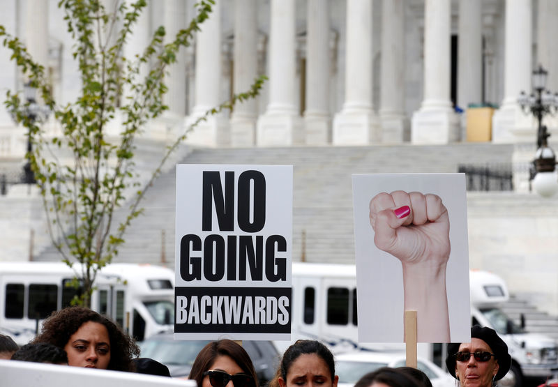 © Reuters. Immigration activists and DACA recipients take part in a rally about the importance of passing a clean DREAM Act before delivering a million signatures to Congress on Capitol Hill in Washington