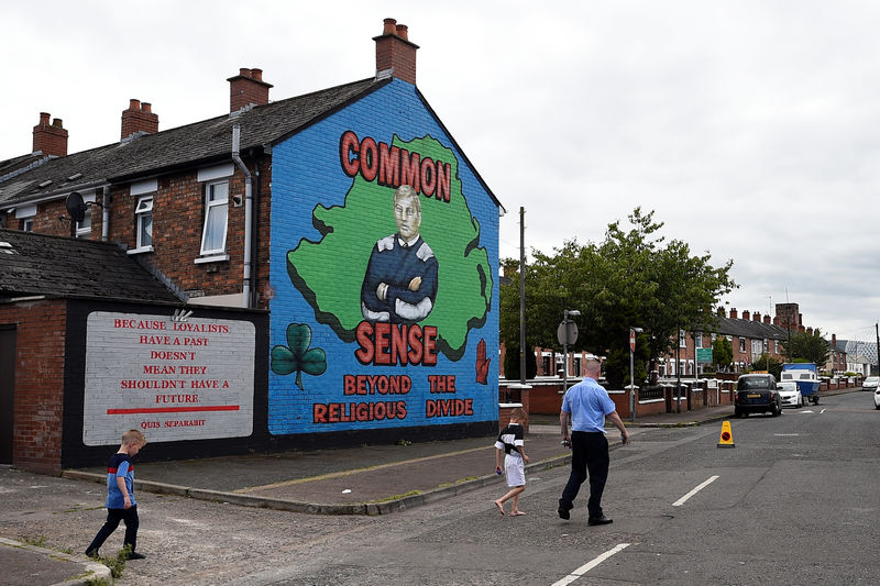© Reuters. A mural is seen in a loyalist area in Belfast
