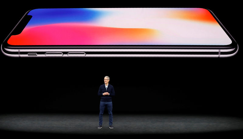 © Reuters. Apple's Tim Cook speaks about iPhone X during a product launch event in Cupertino