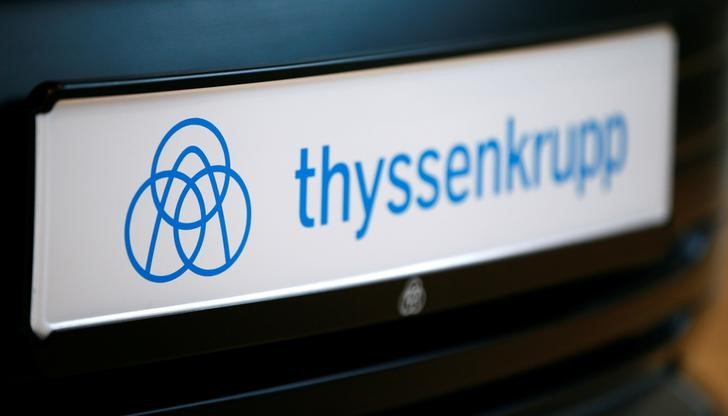 © Reuters. The logo of German steel-to-elevators group ThyssenKrupp AG is pictured during the company's annual news conference in Essen